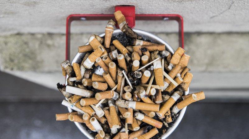 """Lutte anti-tabac: une """"honte"""" pour la Suisse qui n'a pas ratifié une convention adoptée par 180 pays"""