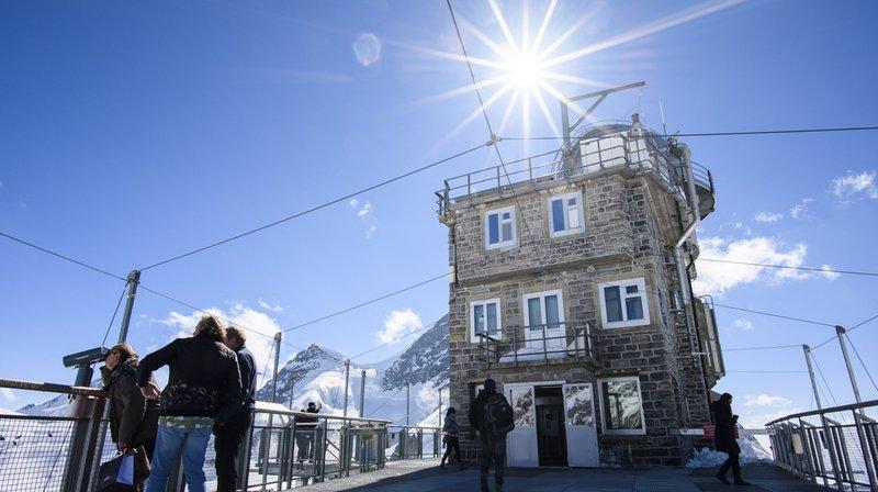 L'Observatoire du Sphinx du Jungfraujoch se situe à la limite des cantons de Berne et du Valais.