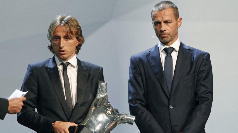 Luka Modric (gauche) remporte le prestigieux trophée.