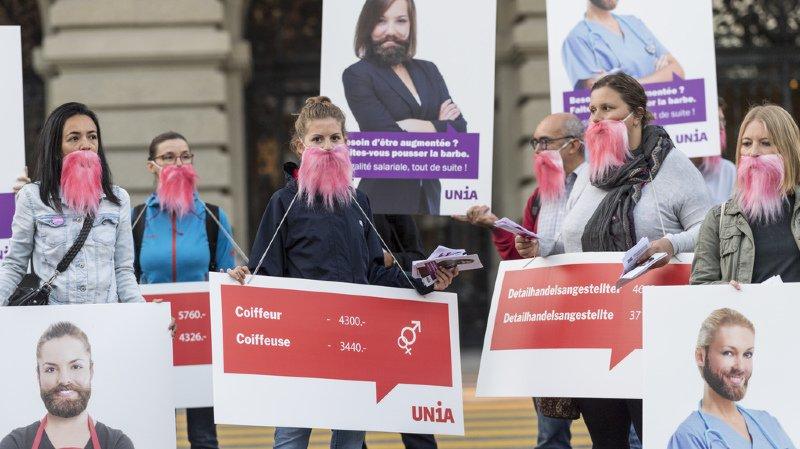 """Egalité salariale: action d'Unia à Berne pour """"réveiller"""" les politiciens"""