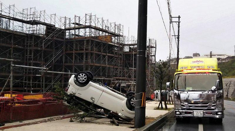 Le typhon a fait 84 blessés, dont la plupart présentent des coupures dues à des éclats de vitres brisées.
