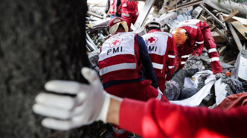 Indonésie: Djakarta accepte l'aide internationale après le séisme et le tsunami