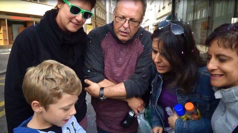 Lili, Marie, Isabelle et Alain à la Fête des vendanges: «je ne bois pas pour ne pas aller aux toilettes!»