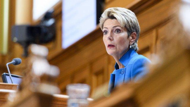 La Saint-Galloise Karin Keller-Sutter (PLR) préside le Conseil des Etats. Elle n'est que la quatrième femme à occuper ce poste depuis 1971, date de l'octroi du droit de vote et d'éligibilité aux femmes sur le plan fédéral.