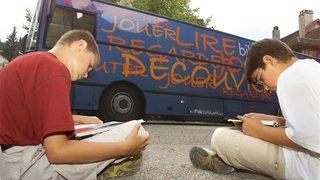 Des férus de lecture se mobilisent pour maintenir le Bibliobus à Val-de-Ruz
