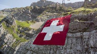La réduction des pets des vaches, la mort d'une mannequin suisse et la disparition de la neige, … l'actu suisse vue du reste du monde