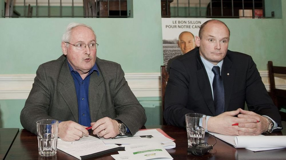 Walter Willener, à gauche, et Yvan Perrin, ici en février 2013, désormais président et vice-président de l'UDC neuchâteloise.