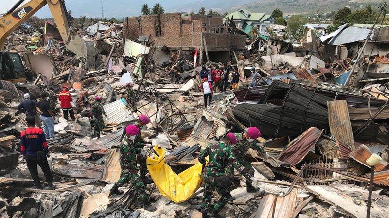 Indonésie: course contre la montre pour les secours après le séisme et le tsunami sur l'île des Célèbes