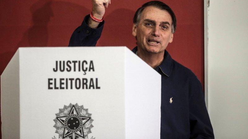 Brésil: le candidat d'extrême droite Jair Bolsonaro largement en tête au premier tour de la présidentielle