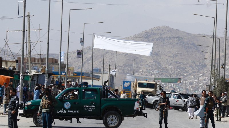 Les menaces et attentats commis par les talibans et l'État islamique risquent de dissuader nombre des neuf millions d'électeurs de se rendre aux urnes.