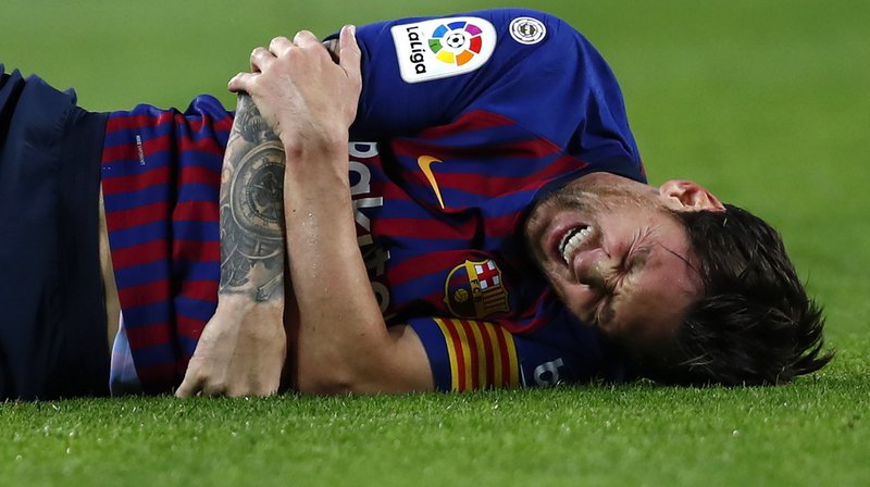 Football - Barcelone: victime d'une fracture, Messi sera absent des terrains 3 semaines