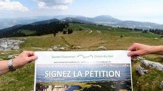 """13'600 signatures pour la pétition anti-éoliennes """"Sauvez-Chasseron-Creux-du Van"""""""