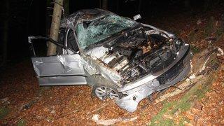 Saint-Ursanne: une voiture finit sa course dans la forêt, quatre occupants blessés