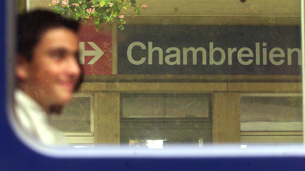 Le Conseil fédéral veut moderniser la ligne en évitant Chambrelien avec un tunnel.