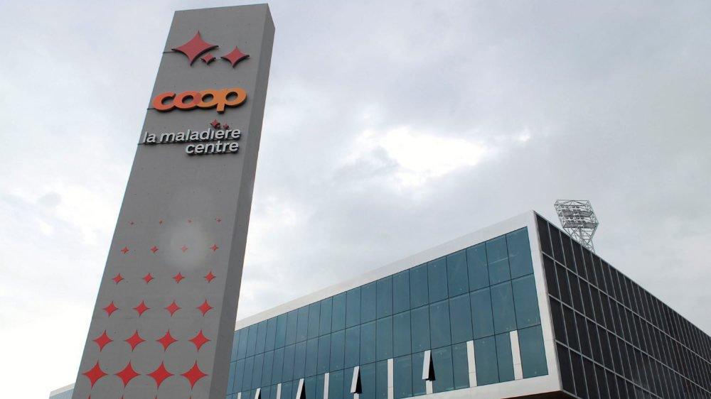 """Le complexe multifonctionnel s'appelle """"La Maladière Centre"""", notamment en raison du nom de l'ancien stade de Neuchâtel Xamax."""