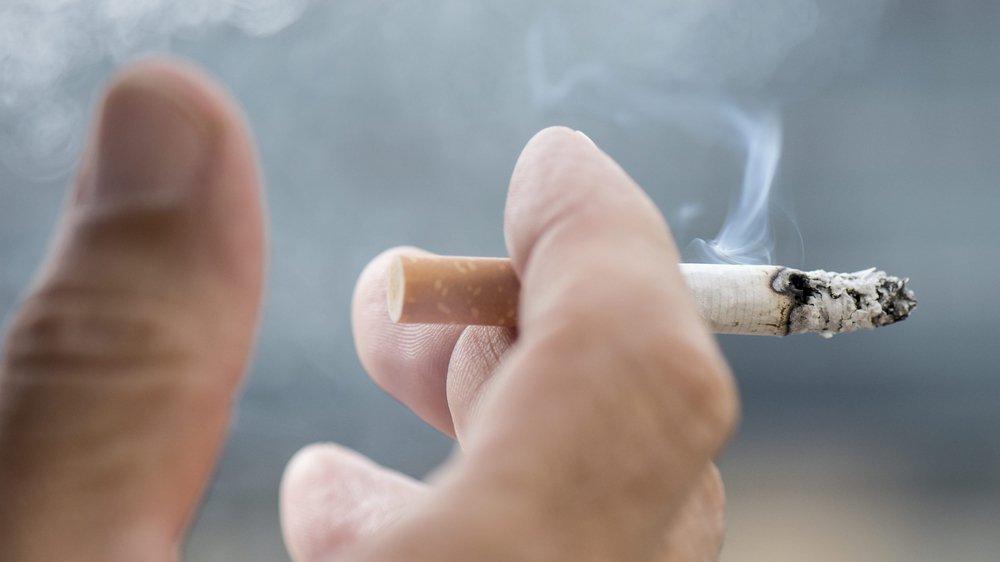 """La cigarette traditionnelle est """"la poule aux oeufs d'or"""" de l'industrie du tabac."""