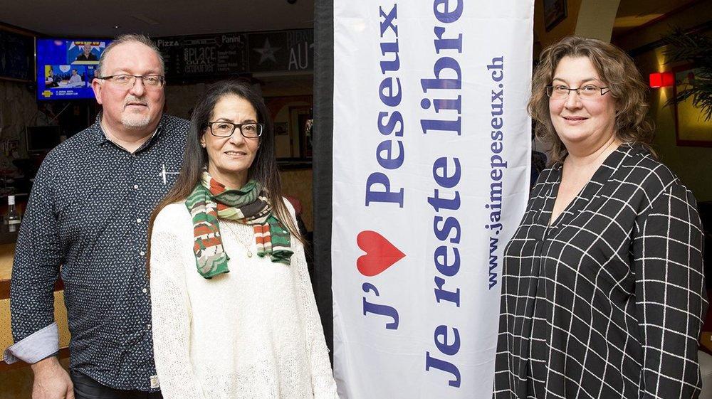 De gauche à droite: Attila Tenky, porte-parole, Souad Muller, présidente et Julie Perez, caissière.