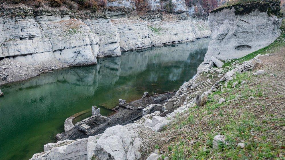 Le site de l'ancien laminoir, à la Roche, en aval du Saut du Doubs.