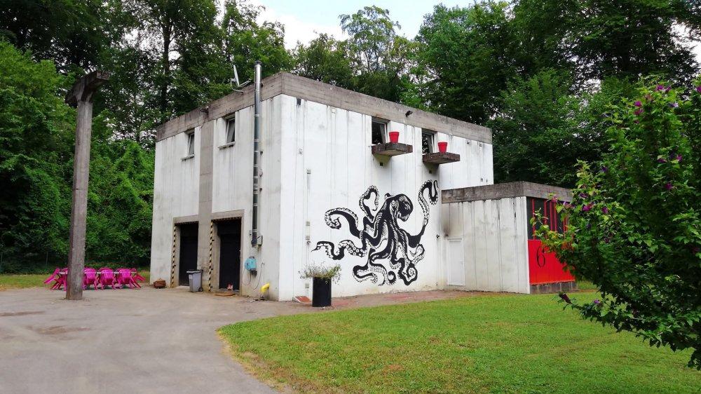Ancienne chaufferie, Le Cube abrite aujourd'hui un atelier d'artiste et un espace d'exposition.