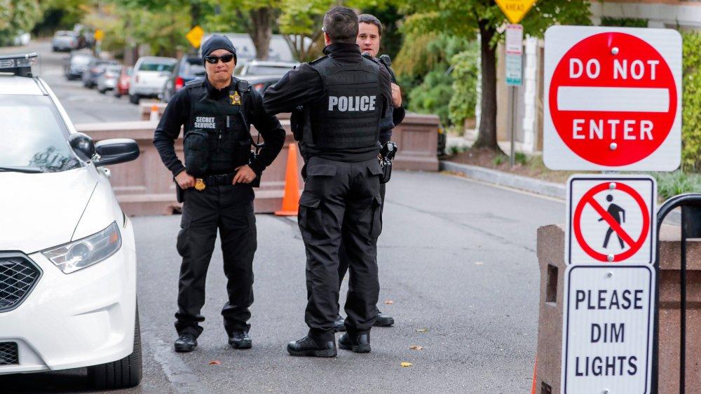 Le Secret Service, ici devant la maison de l'ex-président Barack Obama, a dû intervenir au sujet de colis suspectés d'être des bombes.