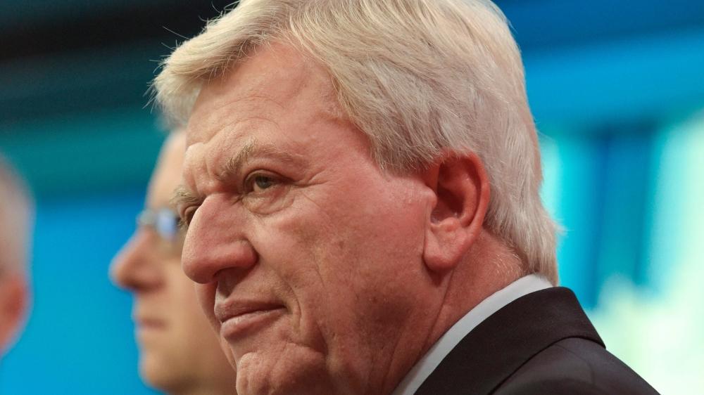 Le sourire amer du candidat de la CDU, Volker Bouffier, en dit long sur la déconfiture de son parti...