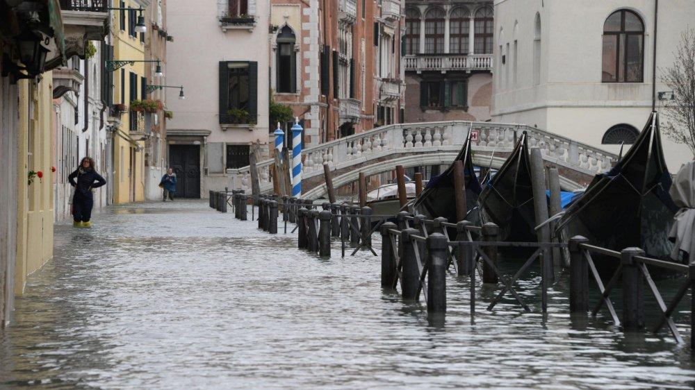 L'eau a atteint un niveau historique à Venise, hier après-midi.