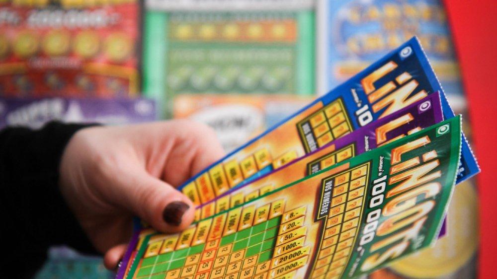 L'employé volait des billets de loterie à gratter et encaissait ensuite les gains.