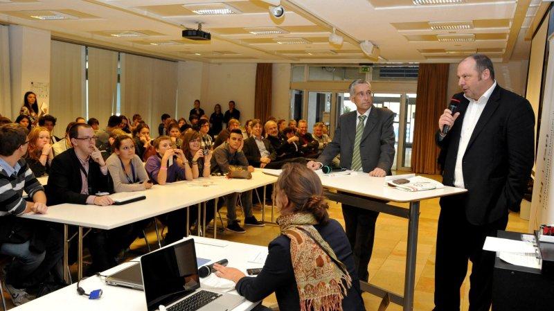 En 2011, Neuchâtel avait déjà reçu les parlements des jeunes suisses. Les politiciens en herbe avaient débattu avec le Vaudois Francois Marthaler et le Neuchâtelois Jean Studer.