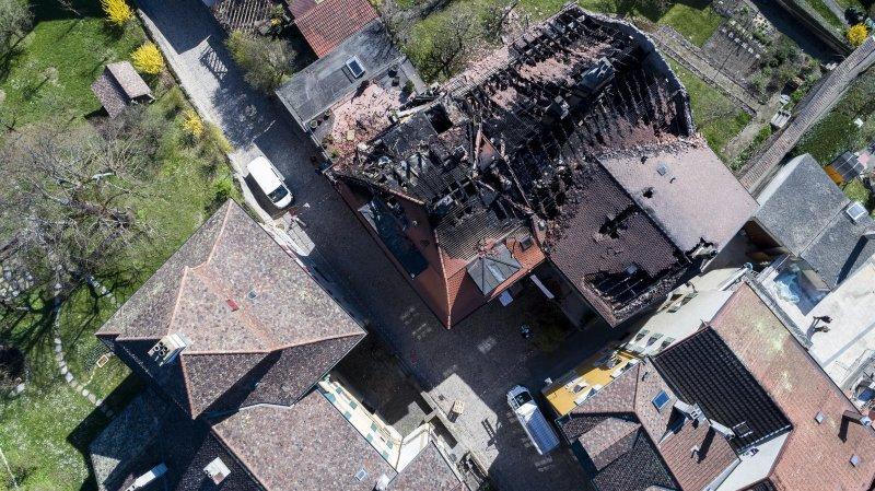 L'une des victimes du feu qui a ravagé deux immeubles d'Auvernier est jugée pour incendie par négligence