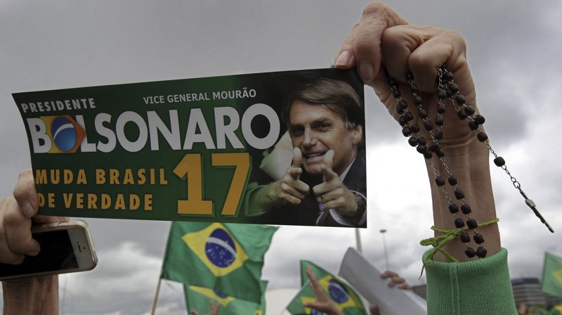 Au Brésil, le candidat à la présidence Bolsonaro se dit pénétré de valeurs chrétiennes et il jouit à ce titre du soutien de nombreux évangélistes.