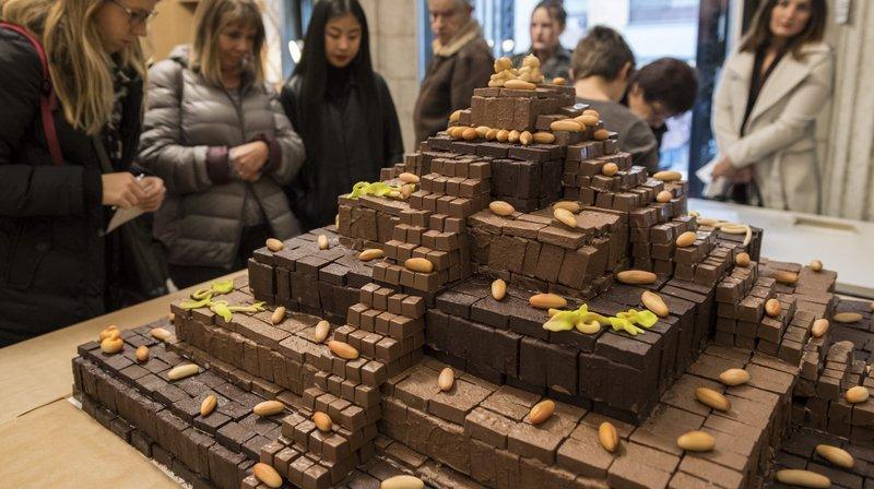 Le temple aztèque réalisé par le public durant toute la semaine comptait 8988 briques de chocolat.