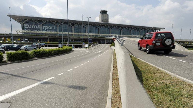 Il ne sera plus possible de se garer juste devant le terminal pour déposer quelqu'un.