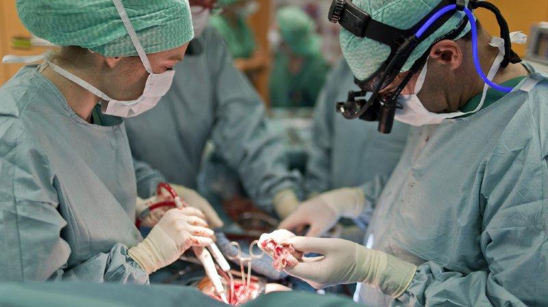 Les spécialistes gagnent assez nettement plus que les généralistes. En tête? Les neurochirurgiens et les gastro-entérologues (illustration).