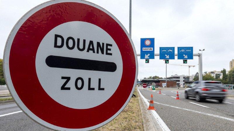 Le nombre de personnes passant la frontière suisse pour venir y travailler a diminué.