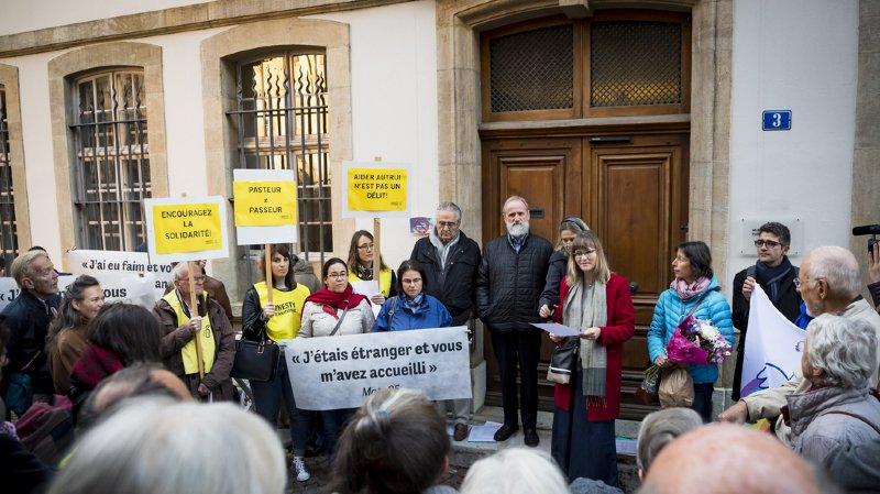 Neuchâtel: manifestation en faveur du pasteur condamné pour avoir hébergé et nourri un réfugié en fin de droits