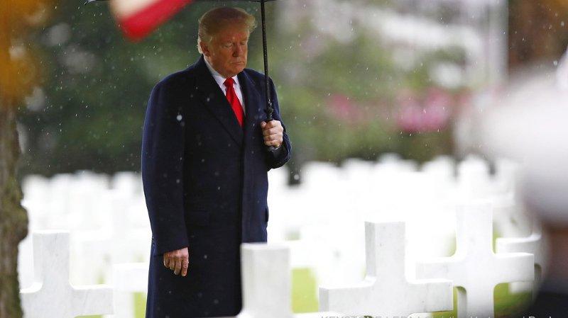 Première Guerre mondiale: critiqué pour avoir renoncé la veille, Trump visite un cimetière américain