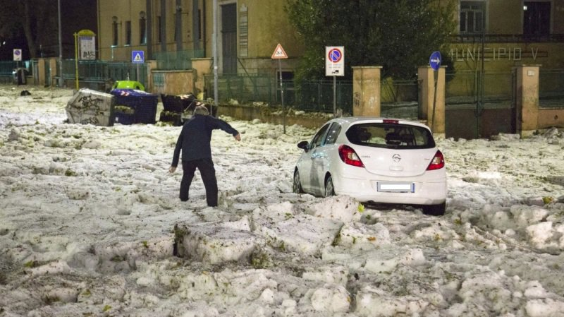 Images spectaculaires d'un orage de grêle et d'inondations à Rome