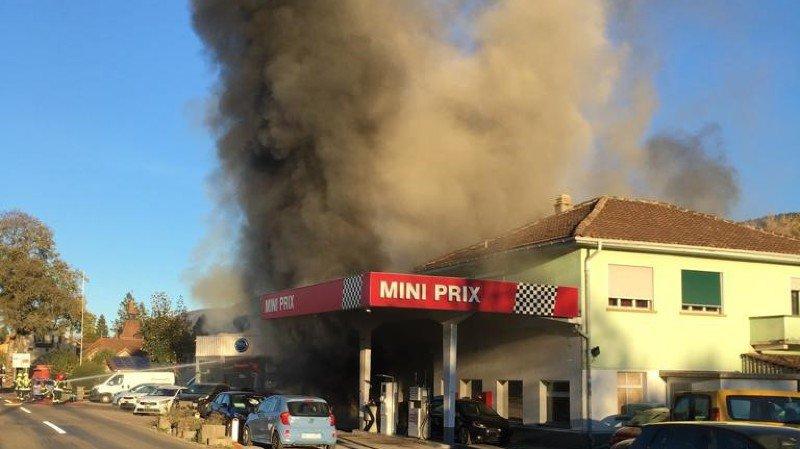 Un garage automobile en flammes à Môtiers