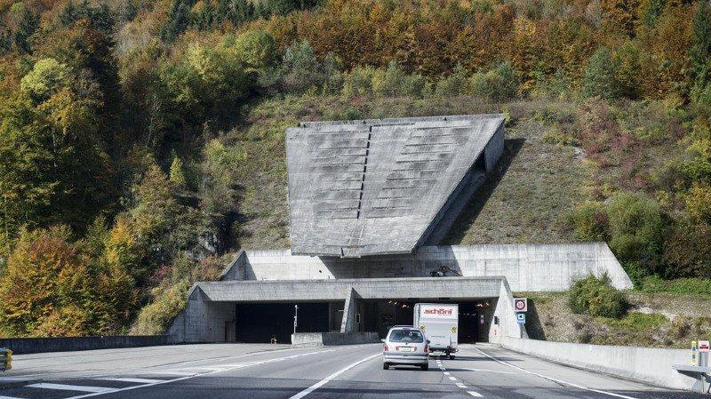 Le conducteur du véhicule de livraison a poursuivi sa route.