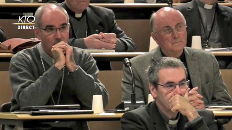 Église catholique: les évêques de France accueillent des victimes de pédophilie à Lourdes