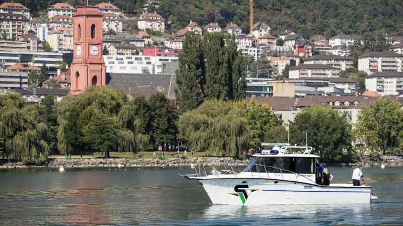 Neuchâtel: le canot pneumatique de la police du lac vaudoise fait des vagues
