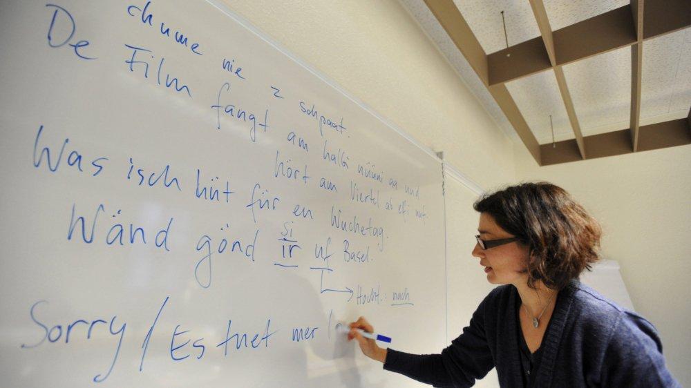 Et si les élèves neuchâtelois apprenaient le suisse-allemand à l'école obligatoire? (Ici un cours de schwytzerdütsch donné à l'Ecole club Migros.)