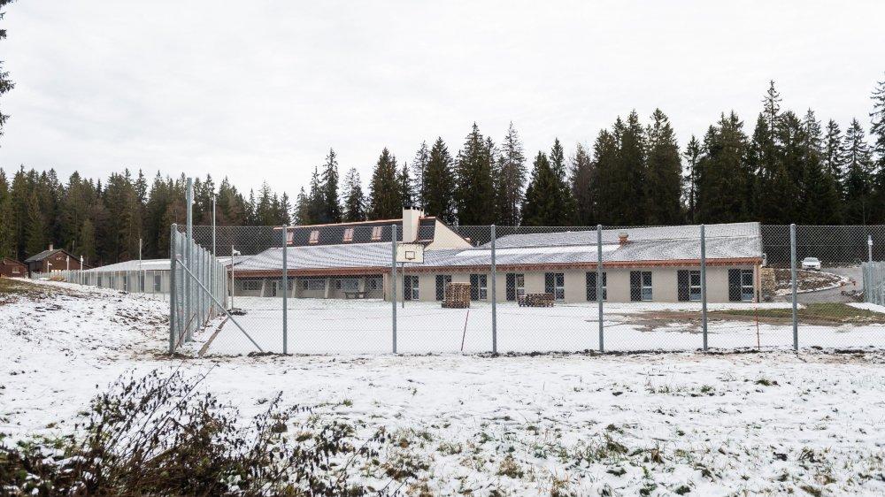 L'ancien centre de ski nordique et ancien centre d'accueil cantonal des Cernets a fait l'objet de divers aménagements, dont la pose de grillages.
