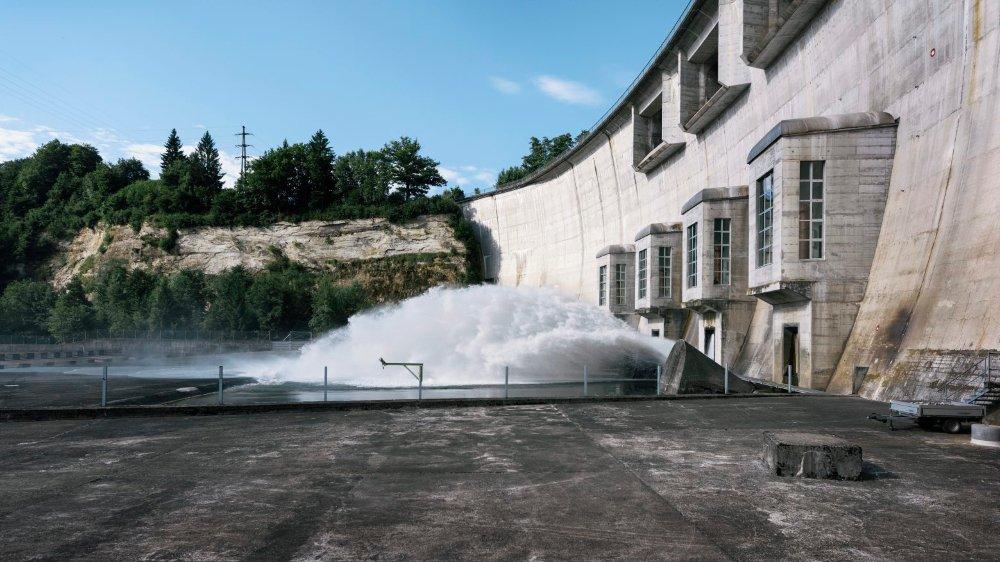 La sécheresse de l'été a contraint les producteurs d'énergie hydroélectrique à réduire leur production.  Et comme l'été est une saison favorable aux exportations d'électricité, celles-ci ont diminué.