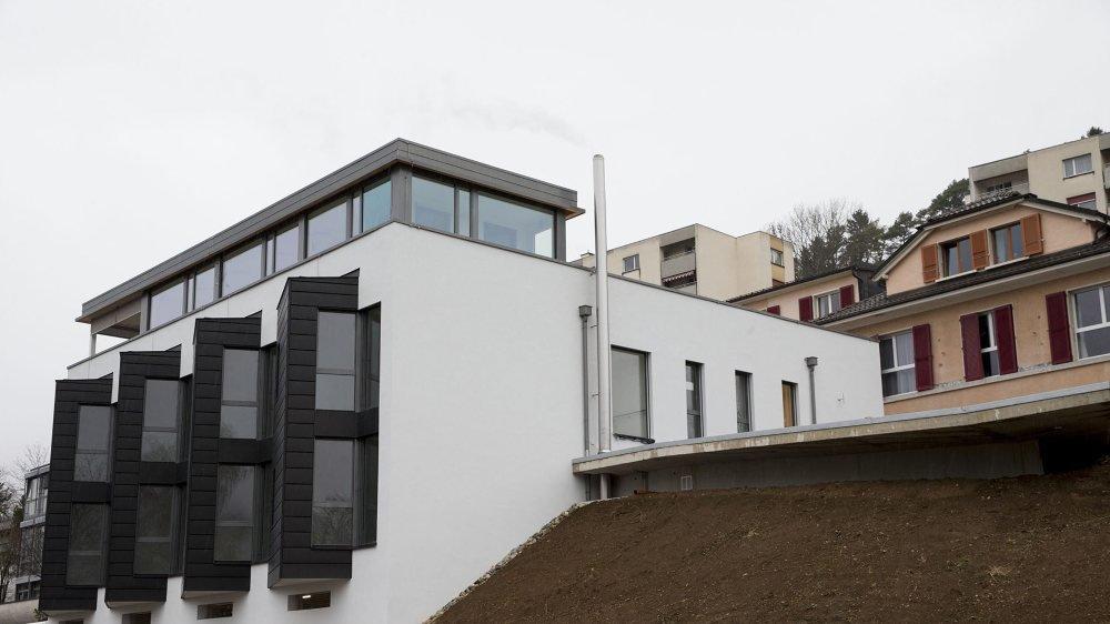 La nouvelle aile du home Dubied est située entre la route cantonale et les bâtiments existants.
