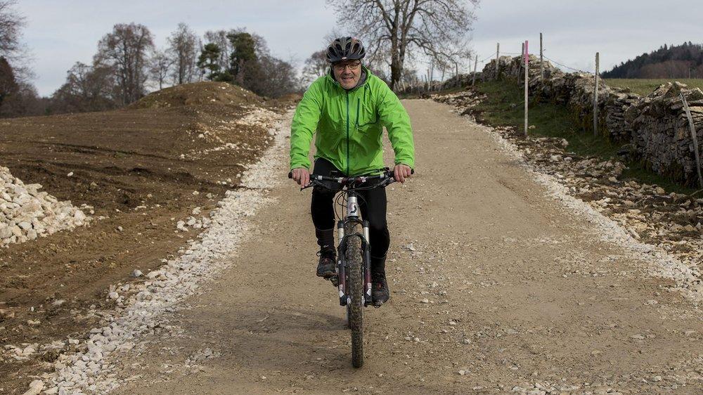 Laurent Donzé, habitant des Bois et amateur de VTT sur la piste cyclable bientôt transformée en dur.