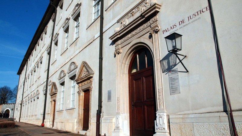 Le prévenu a pris la fuite lors d'une audience de la Cour pénale au Palais de justice de Porrentruy.
