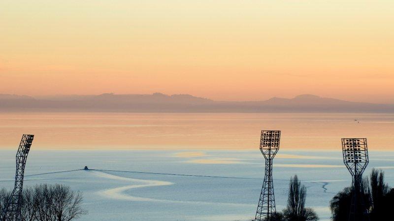 Swisscom pourra installer des antennes sur les mâts de la Maladière, malgré l'objection de Neuchâtel