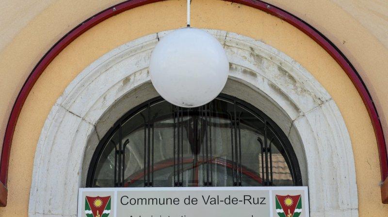 En mars 2013, les citoyens de Val-de-Ruz ont approuvé à plus de 63% la Loi fédérale sur l'aménagement du territoire (LAT).