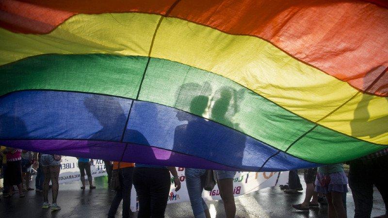 L'homophobie, comme le racisme, sera poursuivie d'office en Suisse
